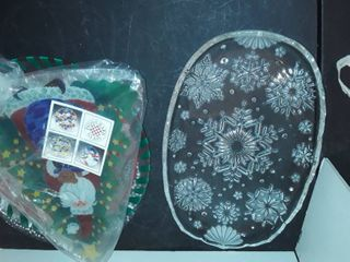 4 CHRISTMAS PlATTERS  2 are PEGGY KARR GlASS