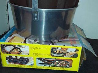 3 BUNDT CAKE PANS