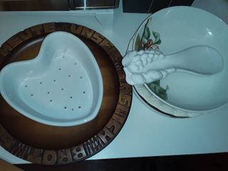 MISCEllANEOUS KITCHEN WARE  Serving Trays  Bowls  Spoon Rest and other items