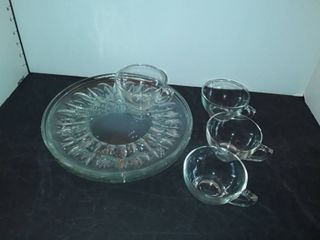 Set of 4 Cups and Plates