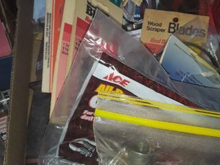 Miscellaneous Razor Blades  Wood Scrapper Blades  and other items