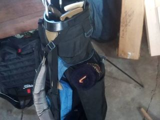 High lander self standing gold bag with clubs