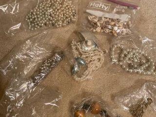 8 pc of jewelry