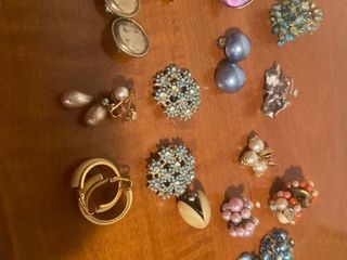 approx 15 pairs clip on earrings