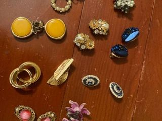 approx 10 pairs clip on earrings