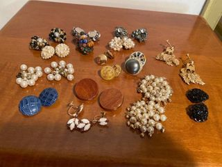 approx 15 pairs earrings