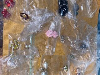 approx 16 pairs earrings