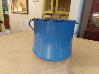 Enameled Pot   Blue