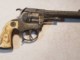 Vintage Hubley TEX Toy Cap Gun  1950s   Plastic Grips Broken   8 in  long