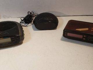 3 AM FM Alarm Clock Radios  Timex  tzumi and lloyds   all work