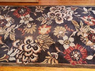 Floral Area Rug   JCP home   95  Wool   60 x 96 in    some wear in center portion of rug