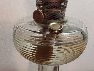 Aladdin Beehive Oil lamp w Nu type Model B Mantle Burner   14 5 in  tall  no Chimney