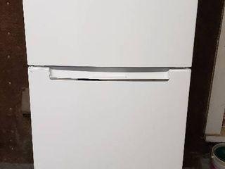 Magic Chef Refrigerator w Freezer on Top   Damage on Bottom of Refrigerator Door   Works   24 x 26 x 60 in  tall