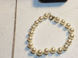 ladies Pearl Jewelry  Necklace  Bracelet  and Post Earrings   Black Box included