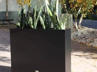 Black Metallic Series Span Planter Retail  296 49