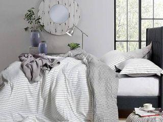 The landon   Black and White Comforter   100  Cotton  Retail 109 99