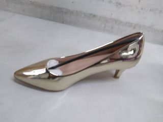 guilty heart women s shoes 6 and 1 2 gold