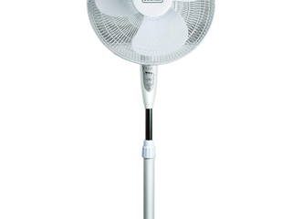 Black and Decker   White Stand Up Fan   With Remote
