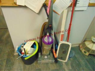 lot w  Bissel vacuum  cleaning bukets