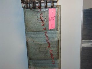 Metal wall hanging deco shorter bin   basket