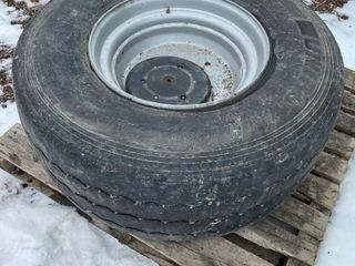 425 66R22 5 TIRE AND RIM