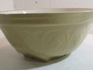 GRIPSTAND DOUGH BOWl  4 IN HIGH  9 5 IN DIAMETER
