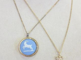 WEDGWOOD PENDANT ON 16  GOlD METAl CHAIN  PEARl