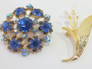 PAIR OF COSTUME BROOCHES