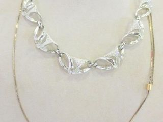 SIlVER METAl 16  FASHION NECKlACE AND GOlD METAl