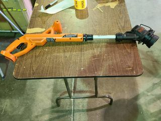 Black and Decker 20V Weedeater   As  Is needs battery and charger