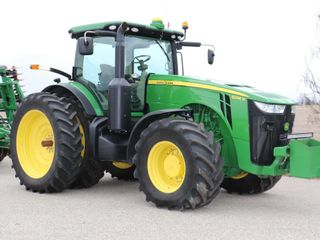 2011 JOHN DEERE 8285R MFWD TRACTOR   ONlY 1152HRS