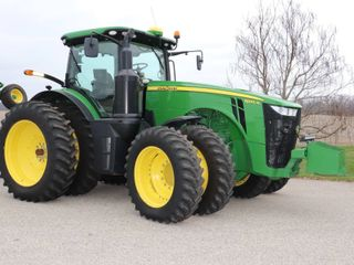 2016 JOHN DEERE 8245R MFWD TRACTOR   ONlY 884HRS