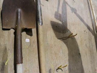 2 ROUND MOUTH SHOVElS