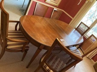 Kitchen table w leaf and 6 chairs