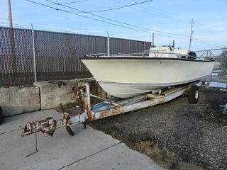 Parts Only No Keys   1976 Centre Console Boat with