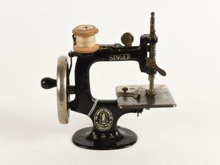 RARE SAlESMAN SAMPlE SINGER SEWING MACHINE