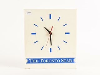 THE TORONTO STAR BATTERY OPERATED ClOCK