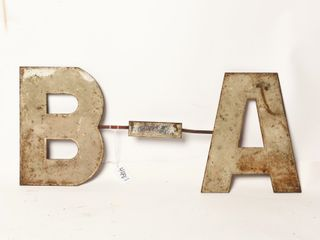 B A S S METAl lETTER SIGN