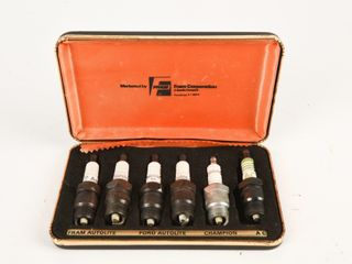 EARlY FRAM SET OF 6 BOXED SPARK PlUGS  CASE