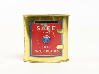VINTAGE WIllIAMS TIN SAFE FOR OlD RAZOR BlADES