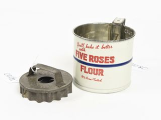 FIVE ROSES FlOUR TWO CUP EMBOSSED FlOUR SIFTER