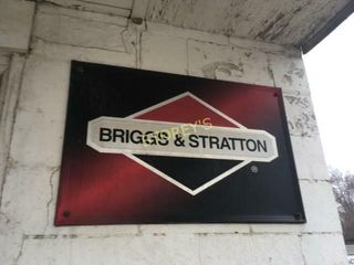 Briggs   Stratton Tin Sign    30 x 18
