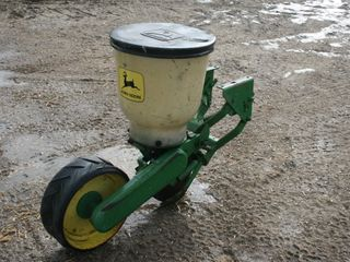JOHN DEERE 71 PlANTER UNITS WITH HOPPERS 142