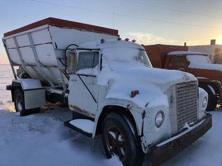 IH feed truck