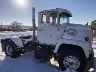 Ford 9000 semi tractor