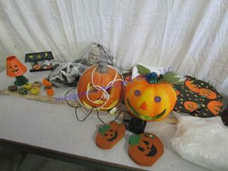 HAllOWEEN PlACEMATS AND DECOS