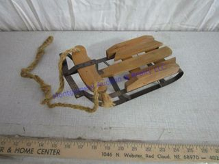 SMAll WOODEN SlED