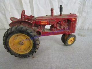 TOY TRACTOR  MASSEY