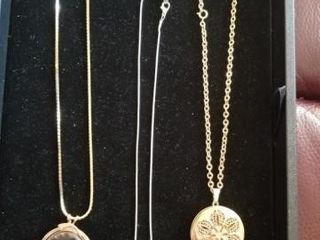 pendant necklaces  assorted