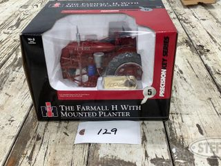ERTl 1 16 Scale Farmall H with Mounted Planter 0 jpg